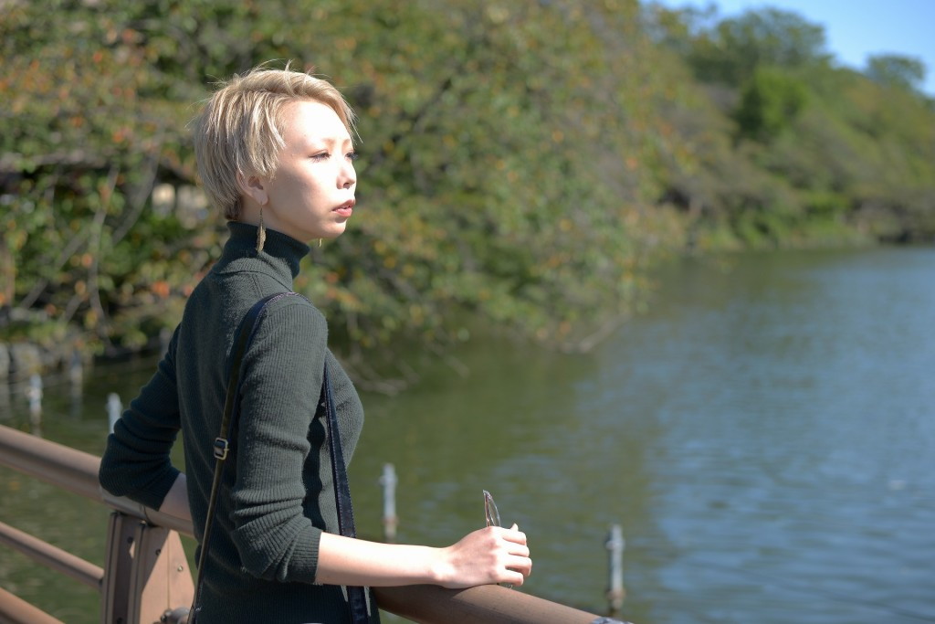 湖付近で遊ぶ危なっかしい子供がいてヒヤヒヤする