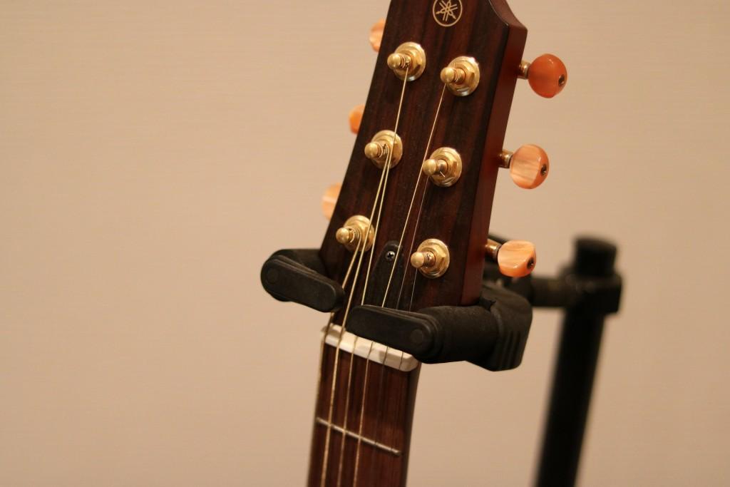 アコースティックギターのヘッドと弦
