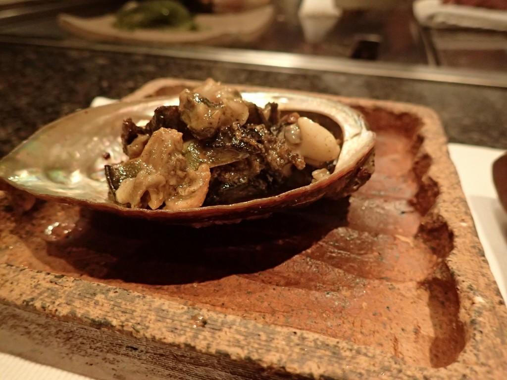 高級食材アワビの鉄板バター焼きは間違いない