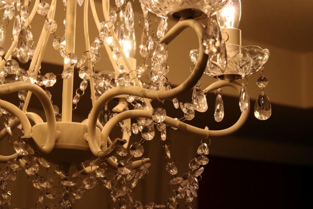 シャンデリアで室内の雰囲気が一気に変わる