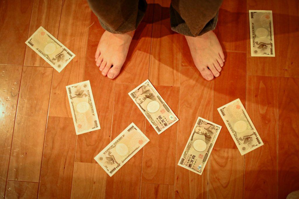 貯蓄と散財との狭間でもがく人生