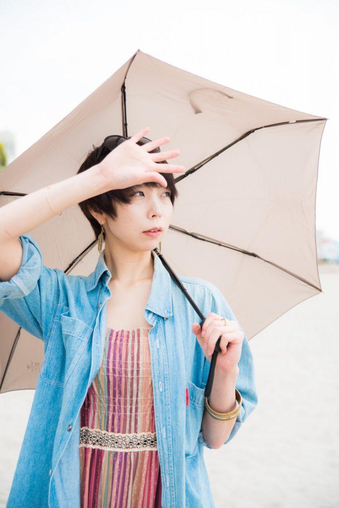 紫外線の直接攻撃はなんとか避けるため日傘で対策