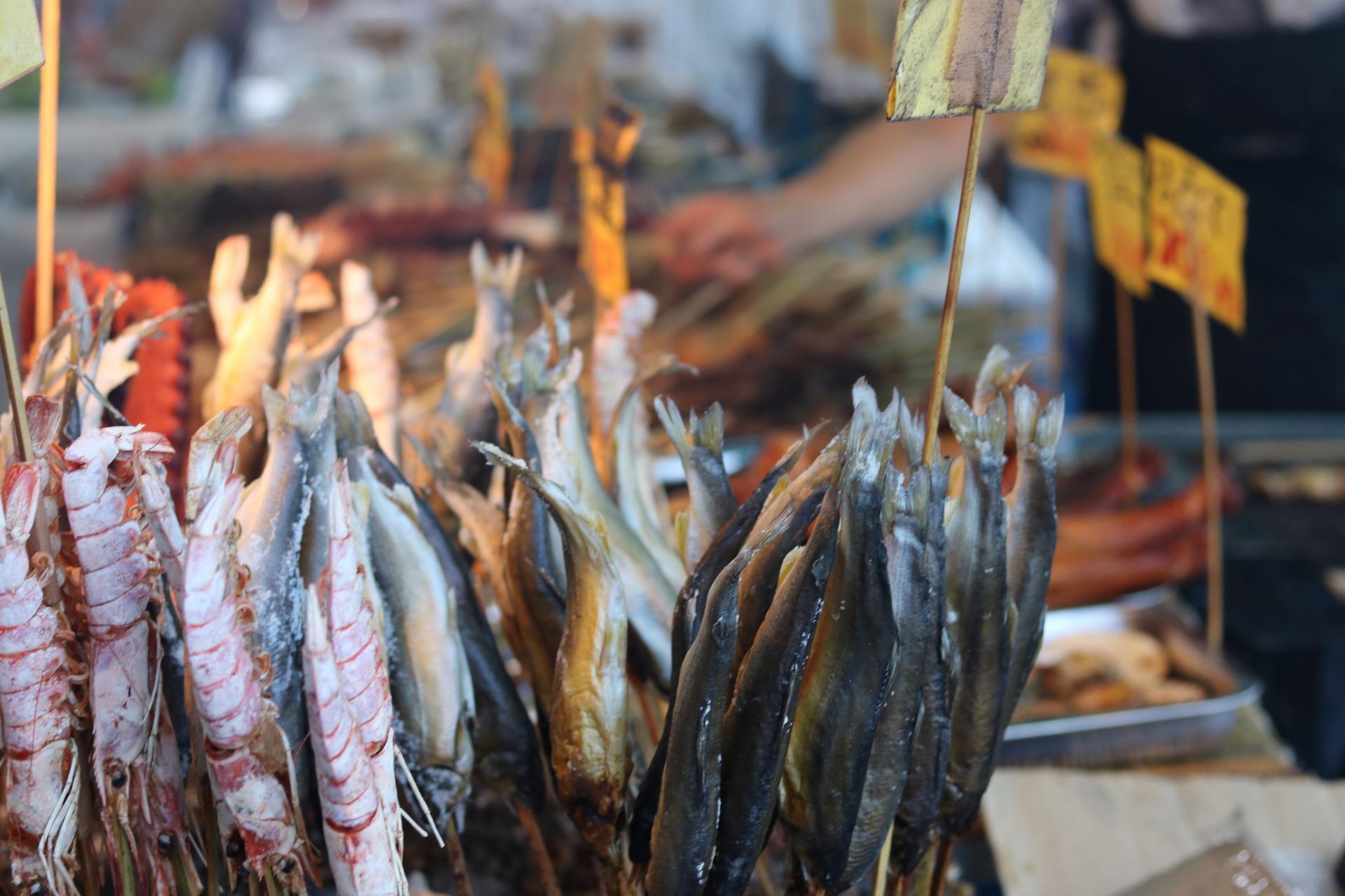 豪華な海鮮が並ぶ屋台