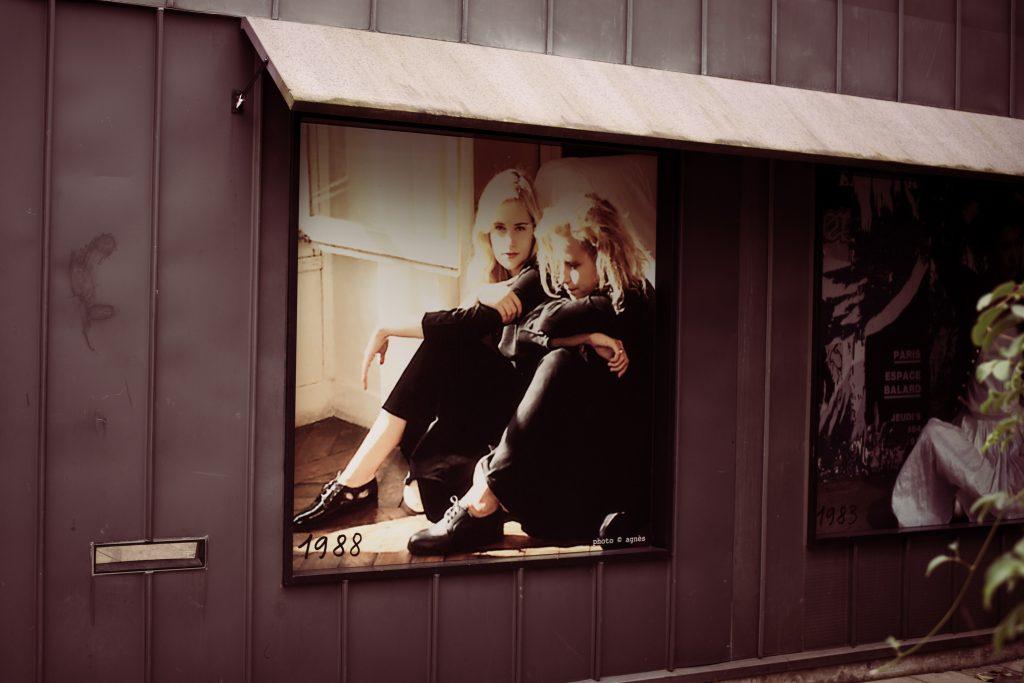 80年代へタイムスリップできる壁のポスター