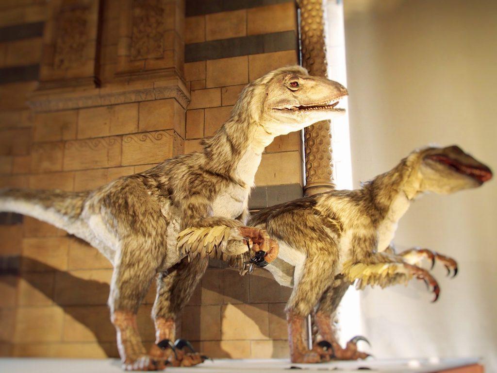 まるで生きているかのような復元恐竜