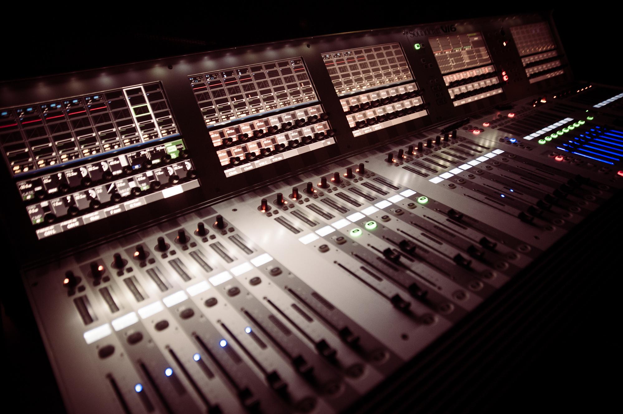 メカニックなDTM機材で音源収録