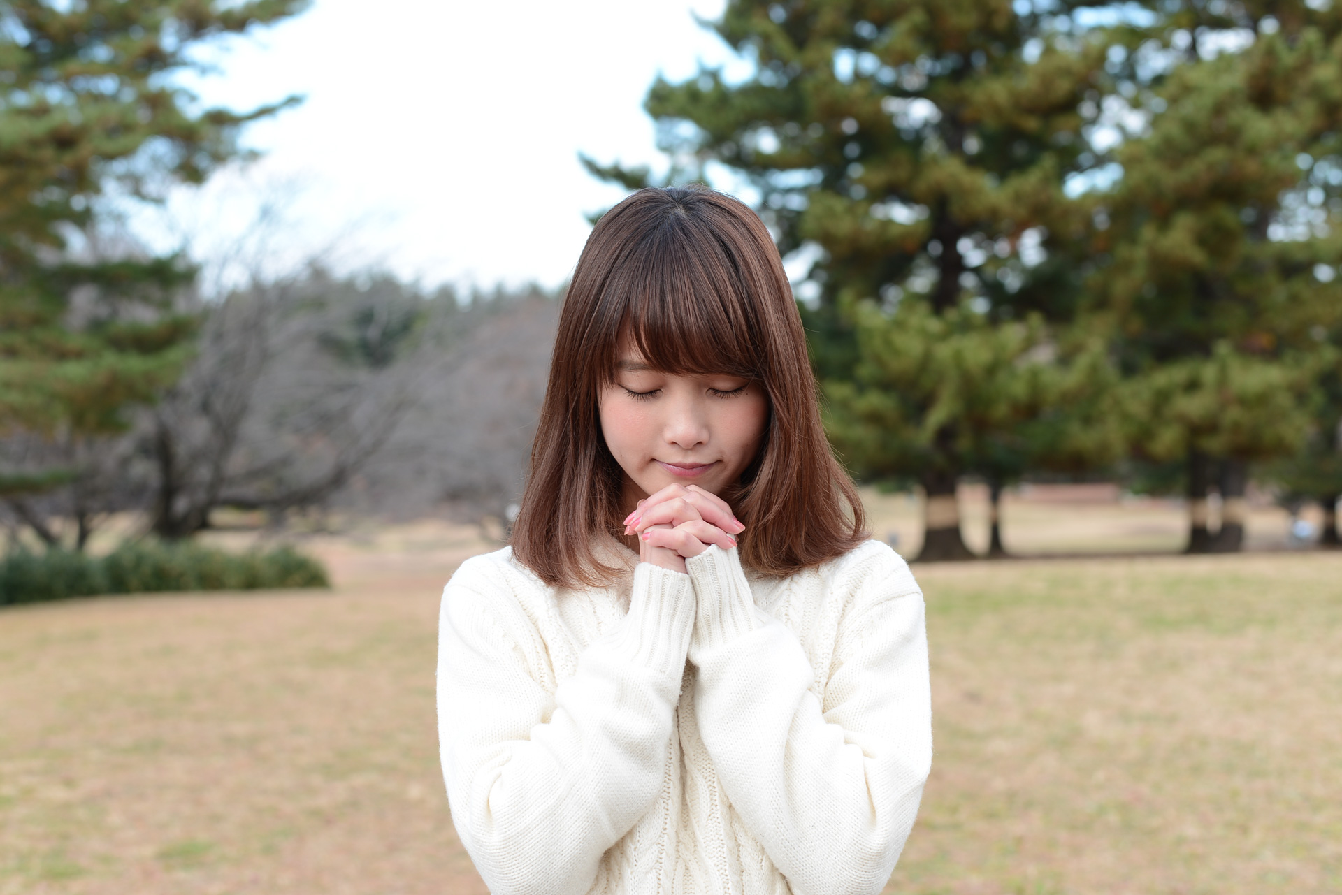 ただひたすら祈る女子
