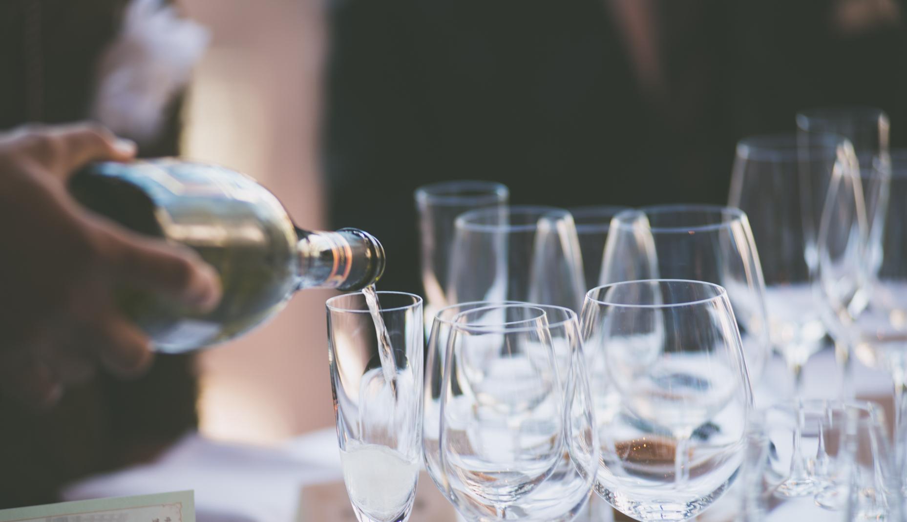 注がれる乾杯用のシャンパン