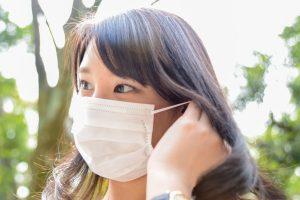 花粉やウイルスをマスクでシャットアウト