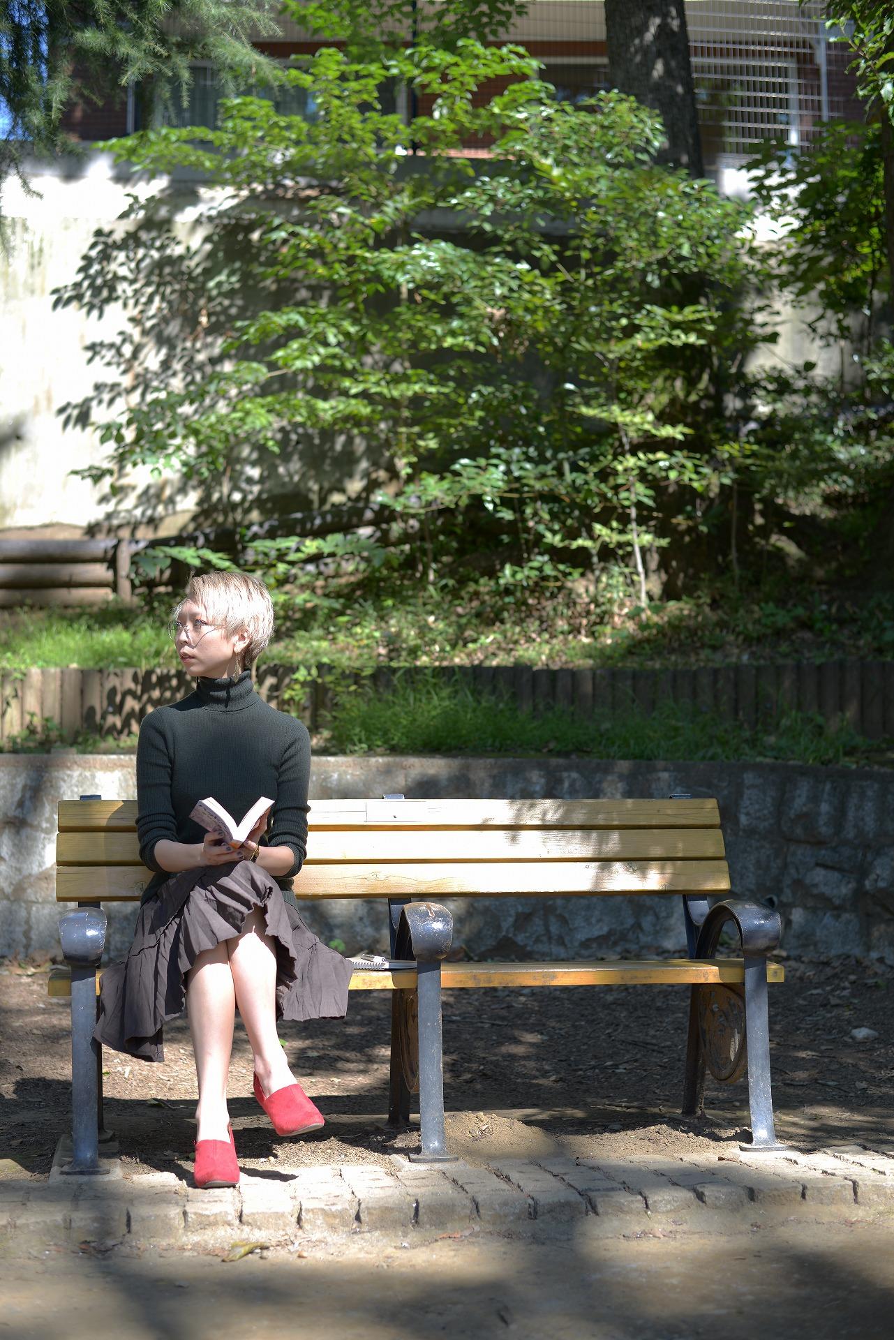 隣のベンチが寂しい