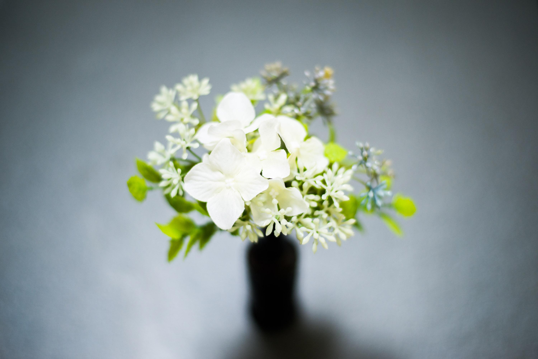 小瓶に花を何気なく飾る