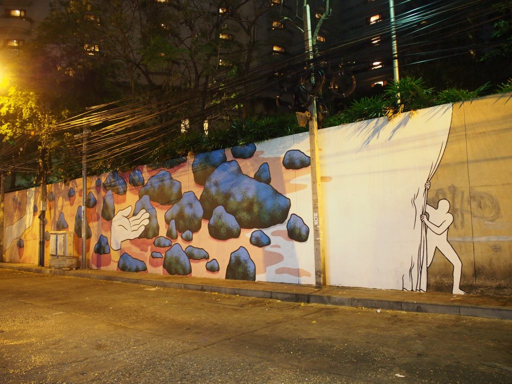 街の壁に描かれたウォールアート