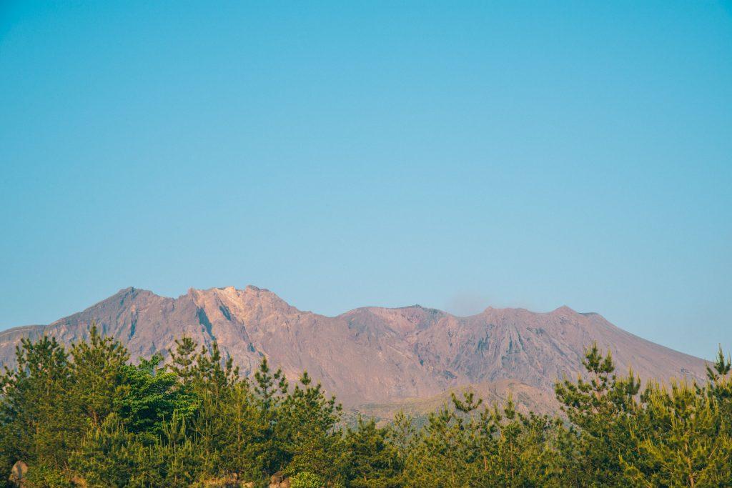 噴火前の静まり返った火山「桜島」