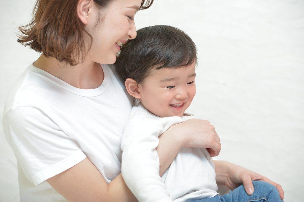 笑顔な子供とお母さん