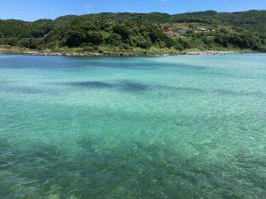 エメラルドグリーンの海