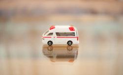 救急車のミニカー