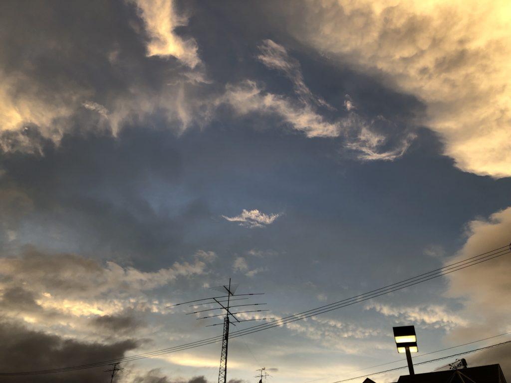 雲と秋の夕暮れ