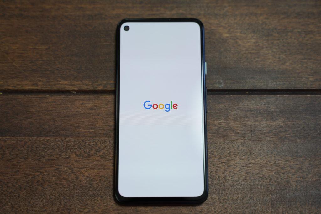 Pixel 4aで起動時のGoogle表示